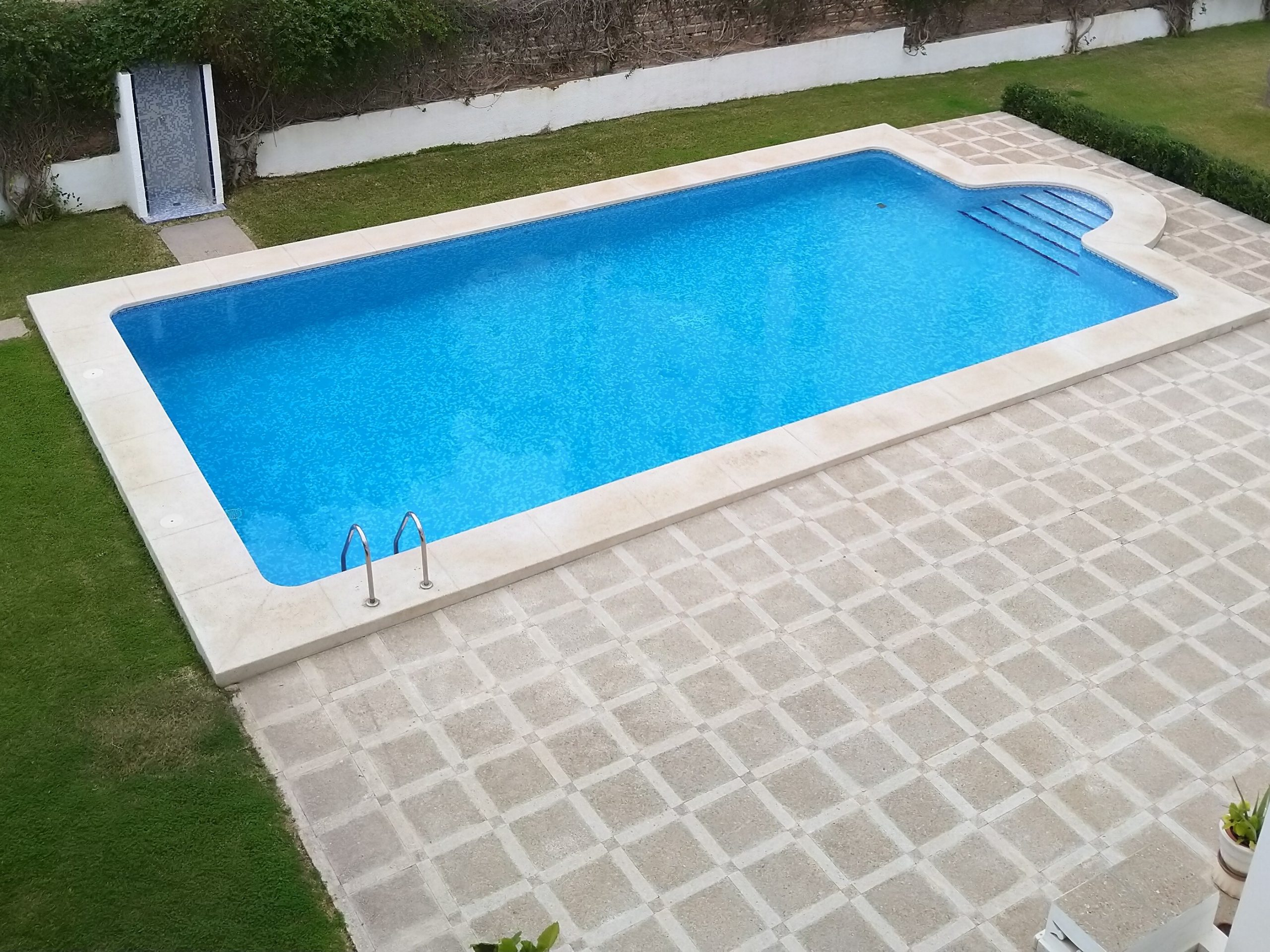 Selling your real estate with a nice outdoor sight as a swimming pool